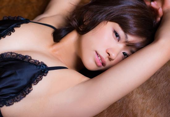 安枝瞳の美ワキなワキフェチ画像