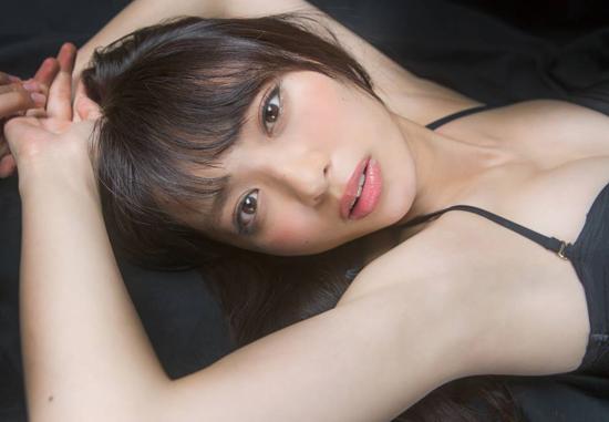 内田理央の美ワキなワキフェチ画像