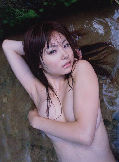 鈴木茜の美ワキ画像