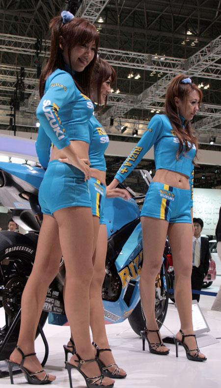 東京モーターショー2009の美脚コンパニオン画像