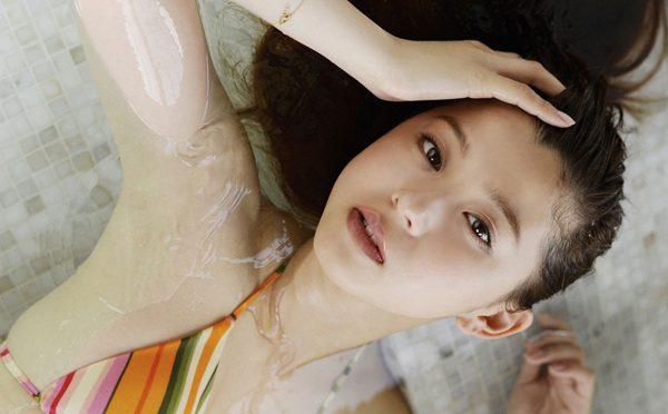 朝比奈彩のワキフェチ画像!ファースト写真集『彩だらけ』今月発売の『Ray』専属モデルの腋画像!